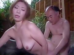 <レイプ動画>露天風呂で...